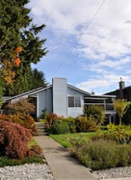 Upper Lonsdale Unfurnished 3 Bedroom House For Rent in North Vancouver. 3880 Saint Georges Avenue, North Vancouver, BC, Canada.