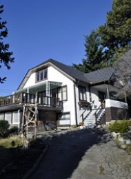 West Vancouver Unfurnished 5 Bedroom House For Rent in Dundarave. 2505 Bellevue Avenue, West Vancouver, BC, Canada.