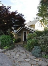 West Vancouver Unfurnished 3 Bedroom House For Rent in Dundarave. 1480 - 26th Street, West Vancouver, BC, Canada.