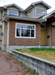 3 Bedroom Unfurnished Half Duplex Rental in Metrotown Burnaby. 5440 Oakland Street, Burnaby, BC, Canada.