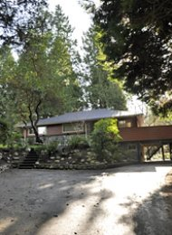 4 Bedroom Unfurnished House Rental in Edgemont Village North Vancouver. 3092 Paisley Road, North Vancouver, BC, Canada.