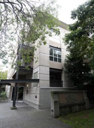 Carlings 1 Bed Short Term Apartment Rental in Kitsilano Westside Vancouver. 112 - 2161 West 12th Avenue, Vancouver, BC, Canada.