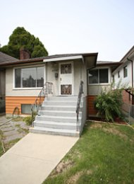 4 Bedroom Unfurnished House For Rent in Collingwood, East Vancouver. 4987 Earles Street, Vancouver, BC, Canada.