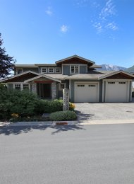 Luxury Almost Fully Furnished 3 Bedroom Smart House Rental in Squamish. 41155 Rockridge Place, Squamish, BC, Canada.
