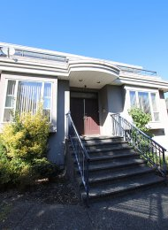 Unfurnished 2 Bedroom Main Level of House For Rent in South Vancouver. 425 East 64th Avenue, Vancouver, BC, Canada.