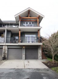Arbourwoods Post & Beam 3 Level 3 Bedroom Townhouse For Rent in Northyards, Squamish. 4 - 39758 Government Road, Squamish, BC, Canada.