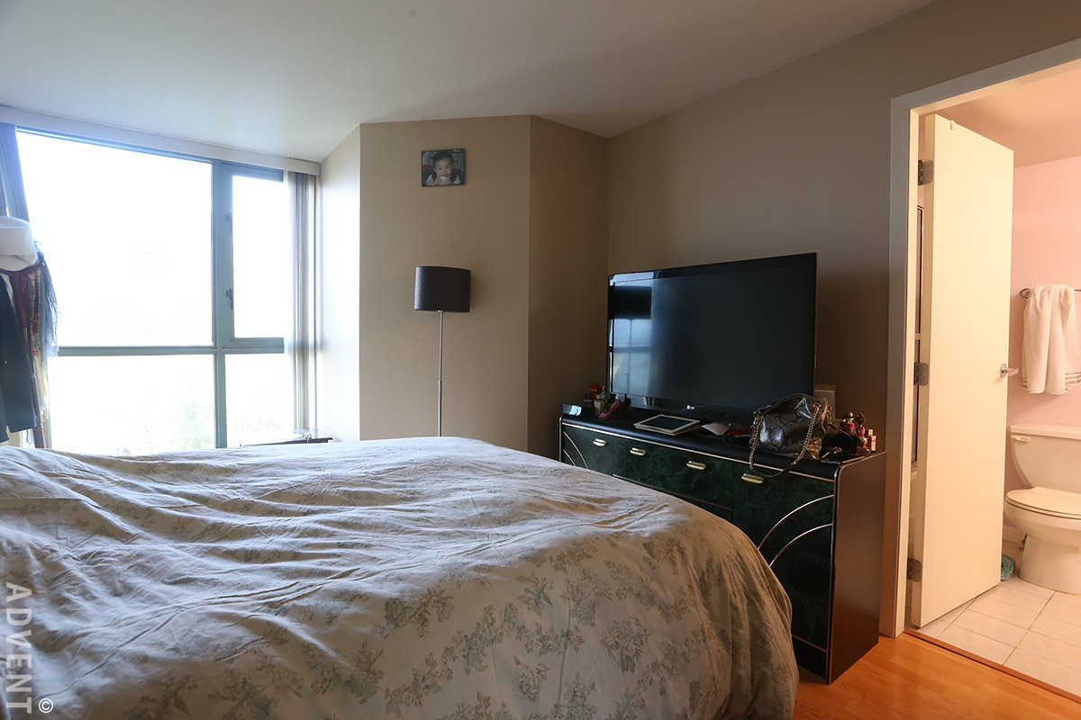 River dance apartment rental 709 2733 chandlery vancouver advent for Two bedroom apartment vancouver