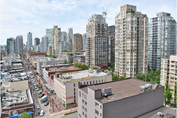 Yaletown Park City View Unfurnished 1 Bedroom & Den Apartment Rental in Vancouver. 1601 - 977 Mainland Street, Vancouver, BC, Canada.