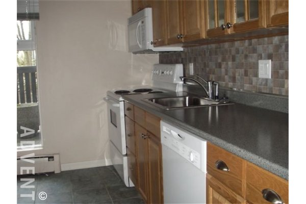 Laurel Court 1 Bedroom Unfurnished Townhouse For Rent in Fairview. 37 - 870 West 7th Avenue, Vancouver, BC, Canada.