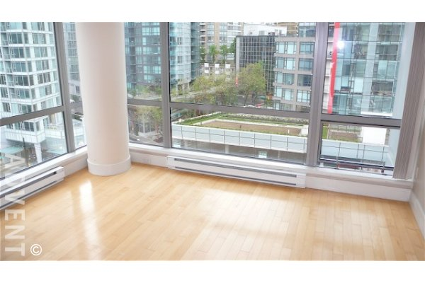 Luxury 2 Bedroom & Den Unfurnished Apartment Rental in Coal Harbour at Palladio. 1001 - 1228 West Hastings Street, Vancouver, BC, Canada.