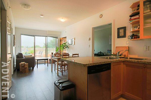 Fully Furnished 2 Bedroom Penthouse Rental at Magnolia in East Vancouver. 5 - 702 East King Edward Avenue, Vancouver, BC, Canada.