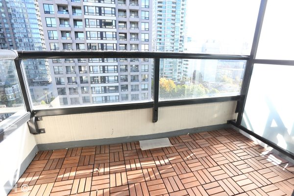 Fully Furnished 1 Bedroom Apartment Rental at Yaletown Park in Vancouver. 1303 - 977 Mainland Street, Vancouver BC, Canada.