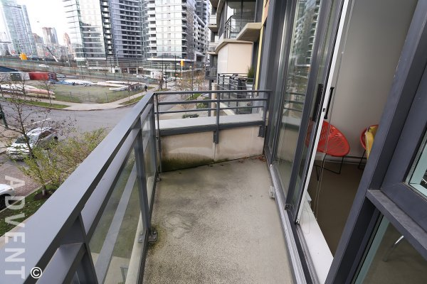 Coopers Lookout 1 Bedroom Luxury Loft Rental at Marinaside in Yaletown. 306 - 29 Smithe Mews, Vancouver, BC, Canada.