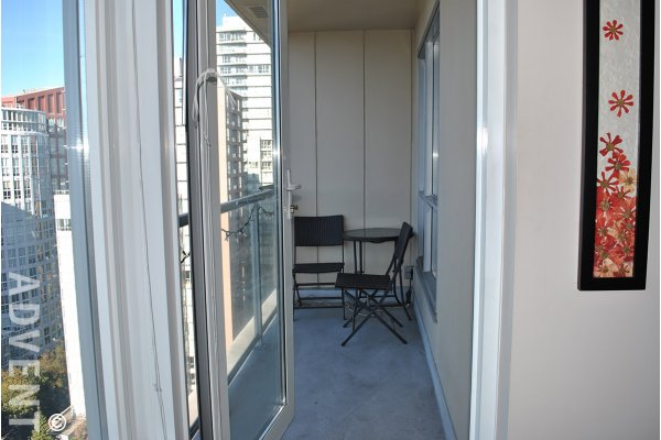 Modern 22nd Floor City View Unfurnished 1 Bedroom & Den Apartment For Rent at Miro in Yaletown. 2210 - 1001 Richards Street, Vancouver, BC, Canada.
