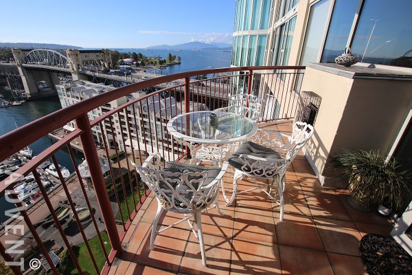 Fully Furnished Luxury Apartment Rental at 1000 Beach in False Creek North. 1402 - 1000 Beach Avenue, Vancouver, BC, Canada.