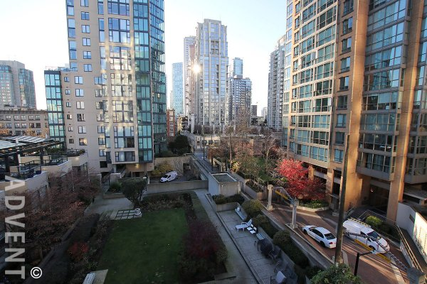 Unfurnished 2 Bedroom & Den Apartment Rental at H&H in Yaletown, Vancouver. 618 - 1133 Homer Street, Vancouver, BC, Canada.
