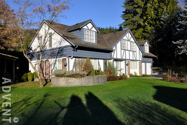 Unfurnished 5 Bedroom House Rental in the British Properties, West Vancouver. 1084 Eyremount Drive, West Vancouver, BC, Canada.