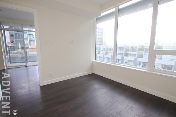 Spacious Modern 1 Bed & Den Apartment Rental in Southeast False Creek at Block 100. 805 - 111 East 1st Avenue, Vancouver, BC, Canada.