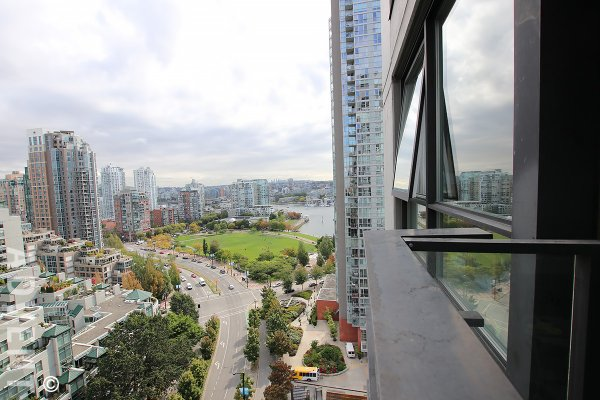 20th Floor City & Water View 1 Bedroom Apartment Rental at Azura in Yaletown, Vancouver. 2007 - 1438 Richards Street, Vancouver, BC, Canada.